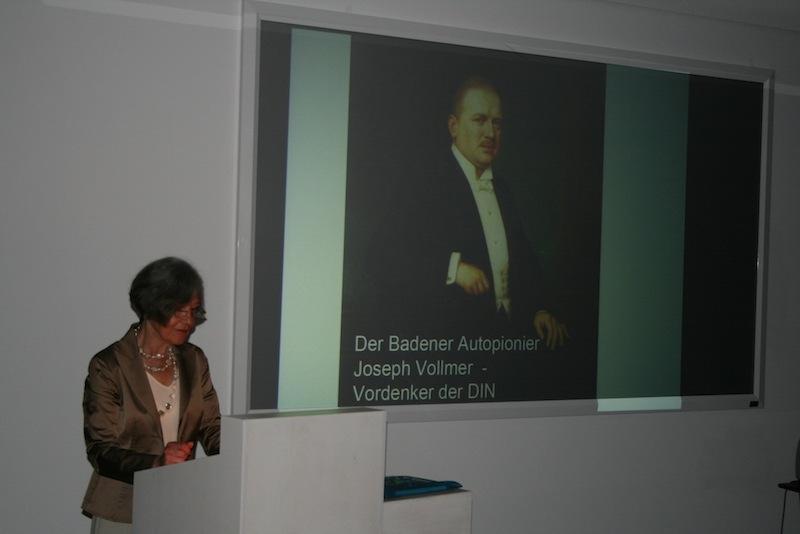 Gisela Zincke bei ihrem Vortrag im Museum L8